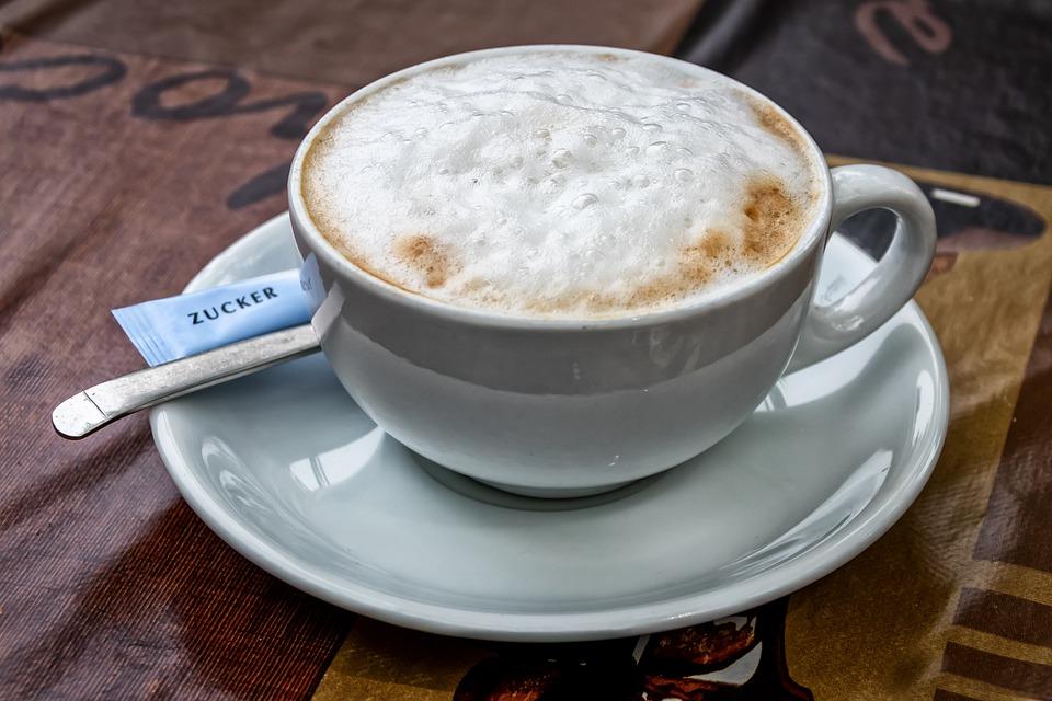 Milchschaum auf Cappuccino